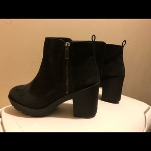 Mix No 6 - black ankle bootie in size 7 NEW!